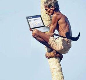 Hình ảnh vui cụ già với Laptop
